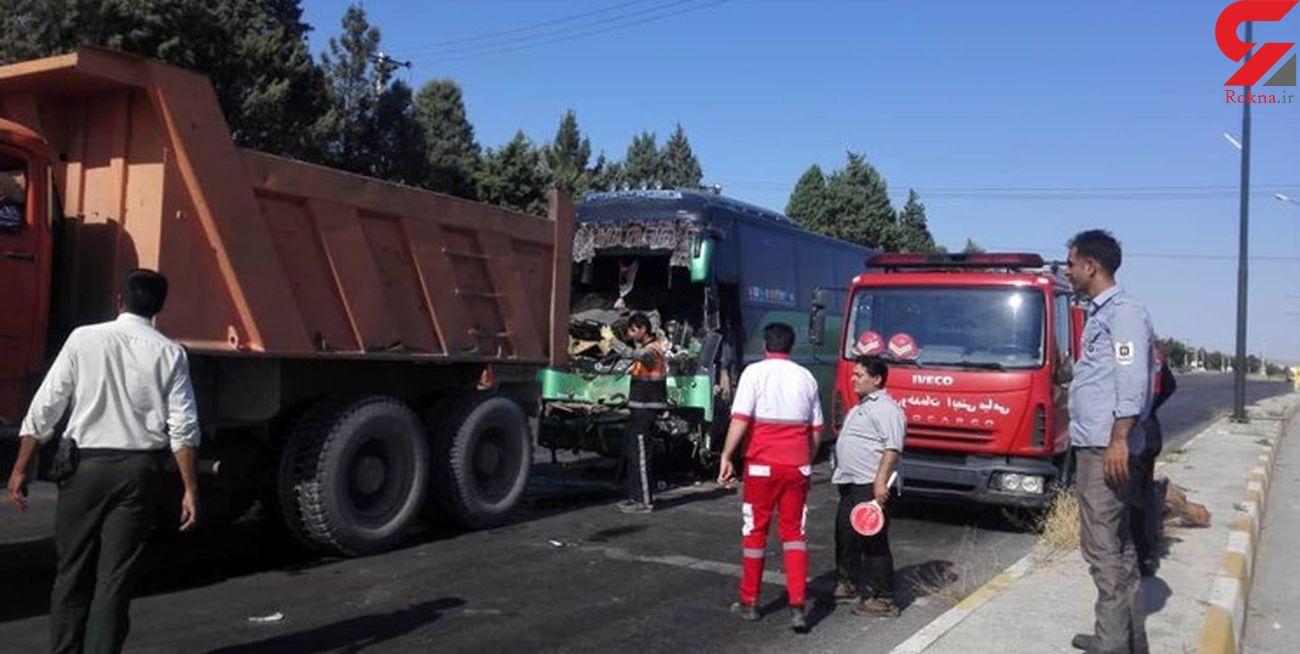 تصادف کامیون با اتوبوس در محور میامی/ ۳ نفر مصدوم شدند