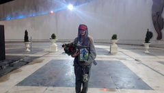 همسر ساموئل یاد و خاطره او را با حضور در ورزشگاه آزادی گرامی داشت +عکس