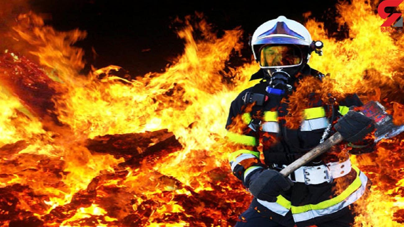 سرکوب شعلههای آتش با کمک آتش نشانان اهوازی/ ساختمان متروکه سوخت