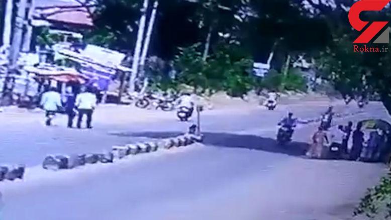 سگ بازیگوش مرد موتورسوار را به کشتن داد + فیلم