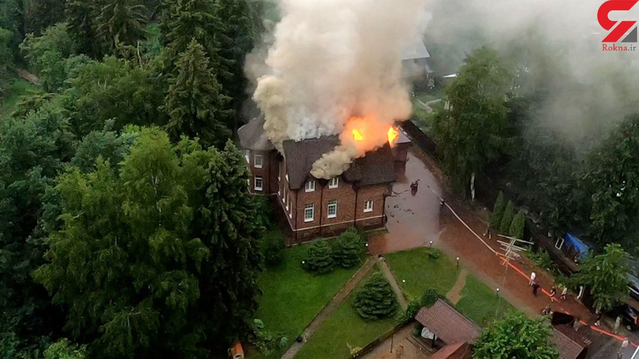 فیلم آتش گرفتن خانه اعیانی در اصابت صاعقه هولناک