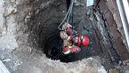 عملیات نجات مرد کارگر از زیر آوار در تهران + فیلم و عکس