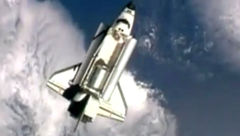لحظه ای زیبا از پهلوگیری شاتل آتلانتیس در ایستگاه فضایی + فیلم و عکس