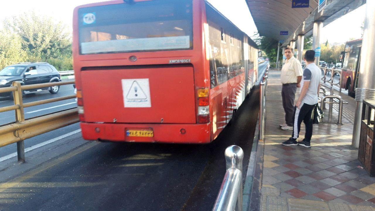 تصادف دو دستگاه اتوبوس بیآرتی در بزرگراه چمران + عکس