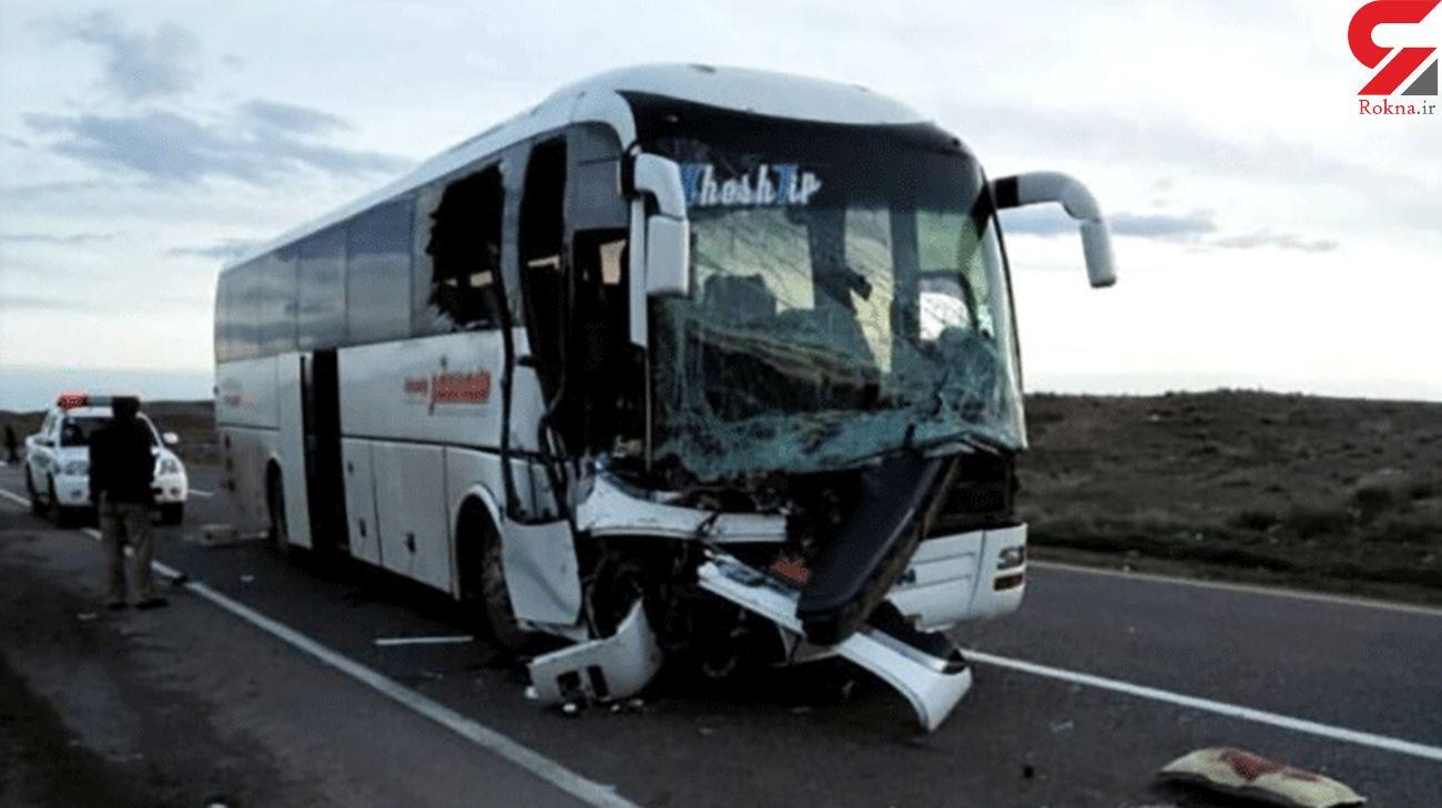 تصادف اتوبوس مسافربری و کامیون در جاده قم