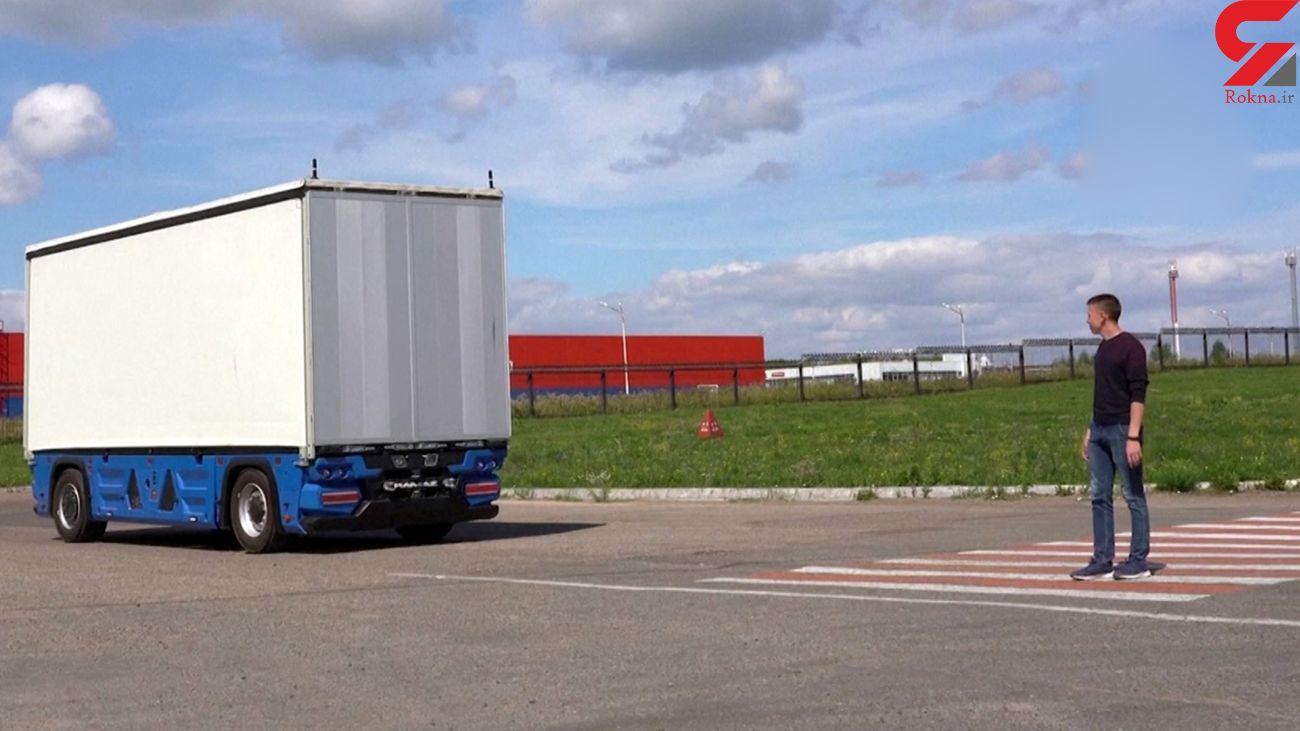کامیونی که جایی برای راننده ندارد! + فیلم
