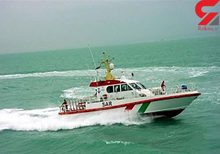 نجات سرنشینان قایق صیادی در آبهای جاسک