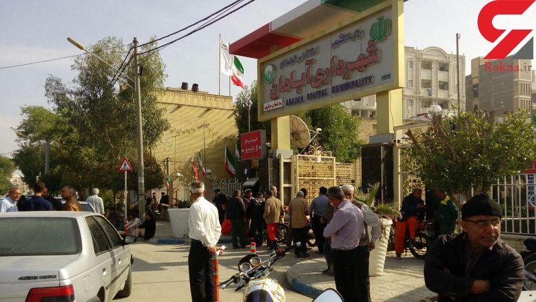 کارگران شهرداری آبادان 4 ماه حقوق نگرفتند/ تجمع روبروی شهرداری آبادان