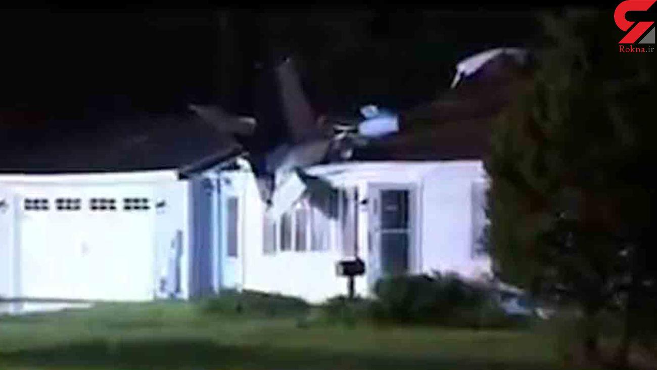 سقوط یک هواپیمای کوچک بر روی سقف خانهای در کنتیکت آمریکا + فیلم