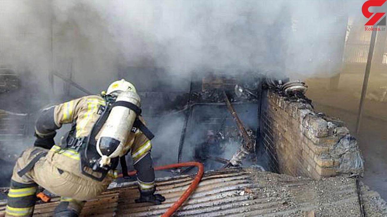 آتش سوزی هولناک در انبار لوازم برقی در خیابان فردوسی + عکس