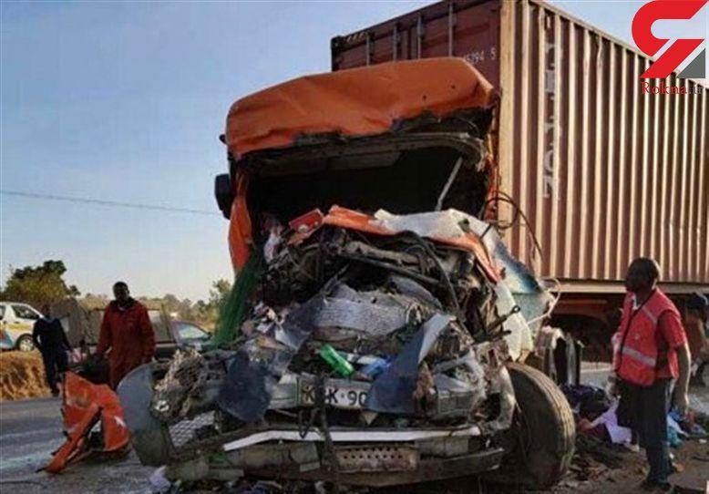 ۳۰ کشته و ۱۸ زخمی در تصادف اتوبوس با کامیون