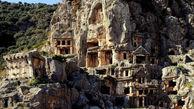 این مقبره های سنگی عجیب در دل کوه متعلق به چه کسانی است؟+تصاویر