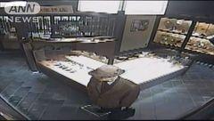 پلیس در جستجوی یک خلافکار فراری با کلاه عجیب+ عکس