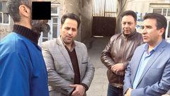 سارق قرص های مخدر دار در بازسازی صحنه قتل اعتراف هولناکی کرد+ عکس