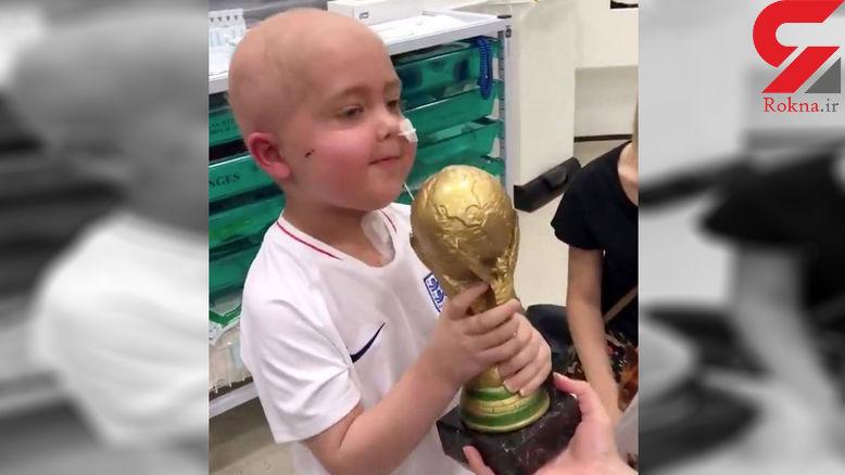تلاش فوتبالیست مشهور برای خوشحالی کودک ۵ ساله +عکس