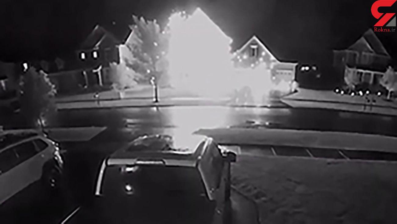 فیلم لحظه اصابت صاعقه به یک منزل مسکونی