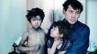 نجات جان 3 کودک از میان زباله های خانه مخروبه+عکس