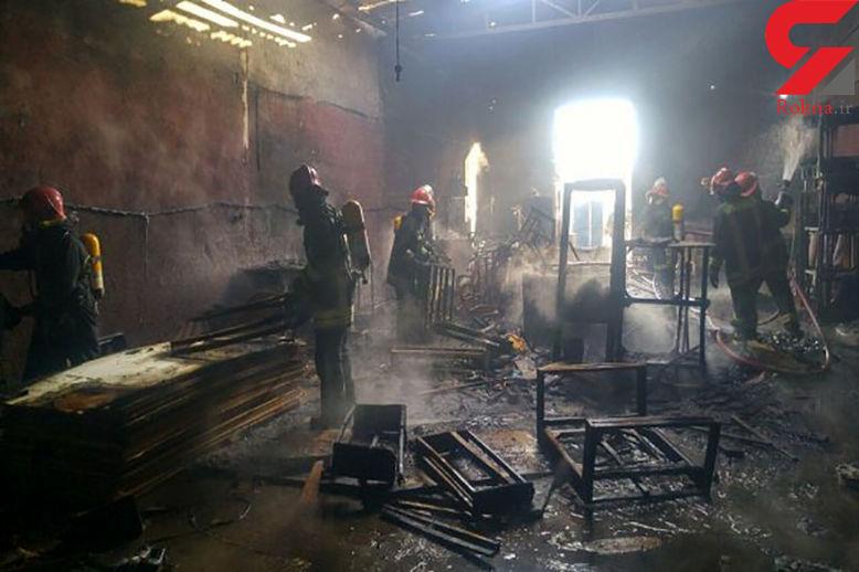 کارگاه مبل در رشت آتش گرفت