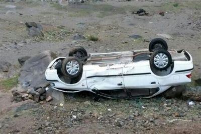 واژگونی خودرو در مهریز 6 عضو خانواده را راهی بیمارستان کرد