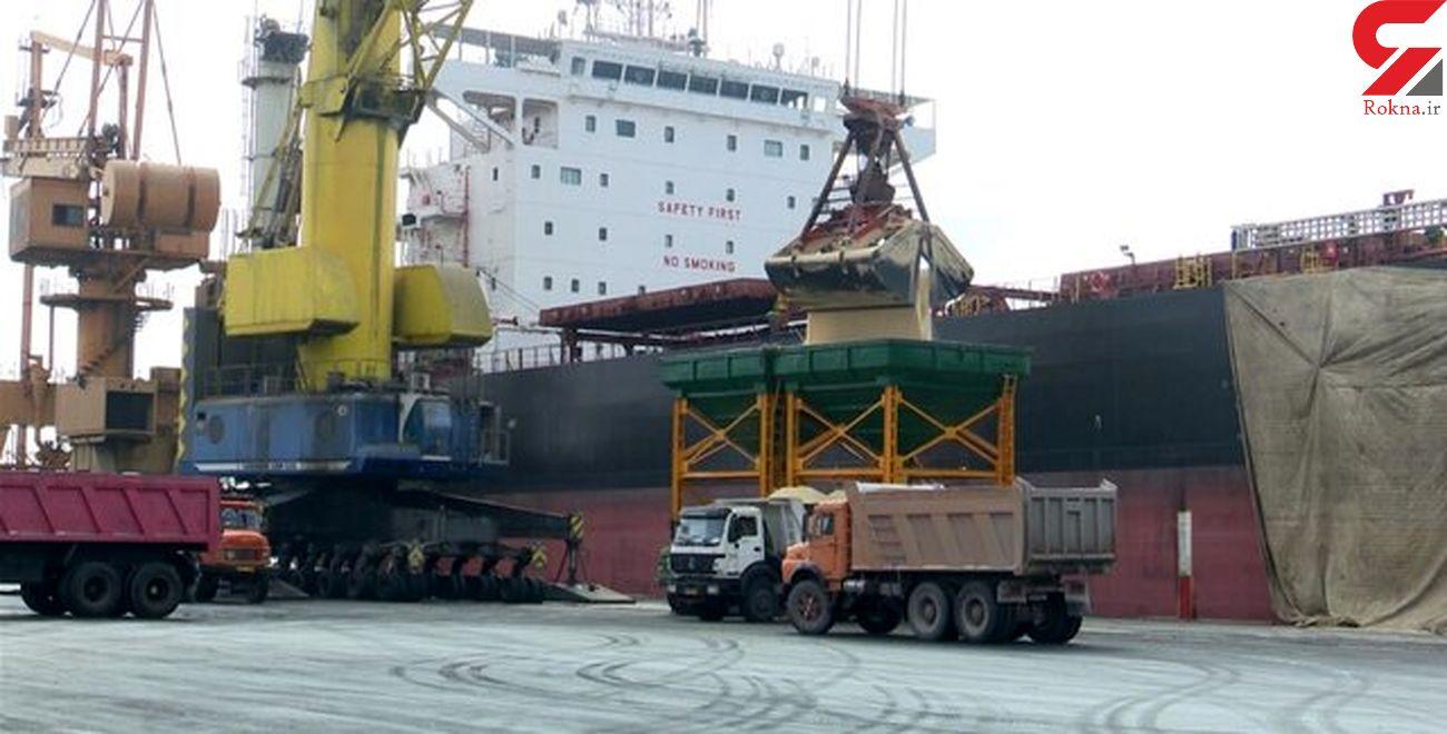 تخلیه دو کشتی حامل کالاهای اساسی در شهیدرجایی