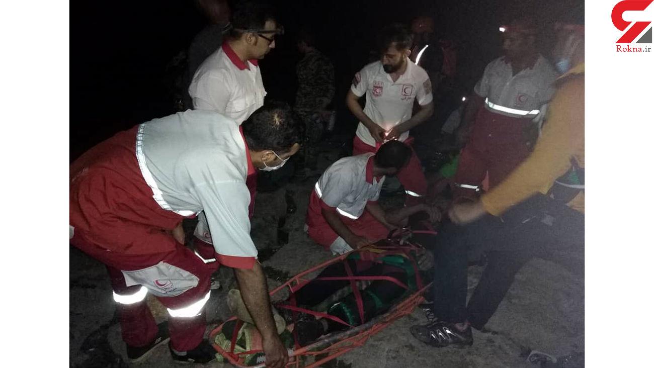 2 گردشگر پس از سقوط از ارتفاعات تنگ رغز داراب نجات یافتند