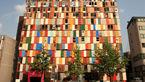 هنرمند چینی ساختمانی از درهای فرسوده ساخت