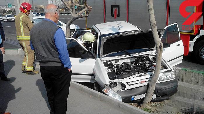 برخورد شدید خودرو با درخت