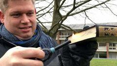سیاستمدار افراطی دانمارک در اقدامی موهن قرآن کریم را آتش زد! + عکس