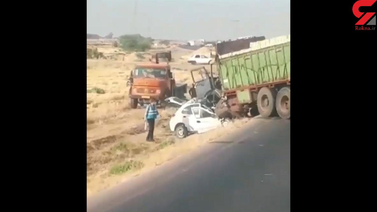 فیلم تلخ از تصادف پراید و کامیون / همه کشته شدند