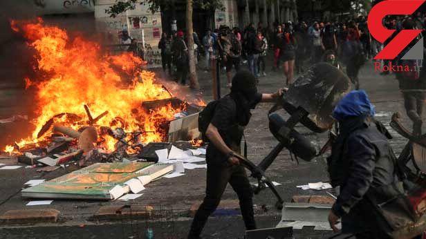 معترضان پس از غارت دانشگاهی در شیلی آنجا را به آتش کشیدند + عکس