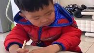 ویدیو بامزه از دانش آموز تنبل چینی هنگام درس خواندن + فیلم