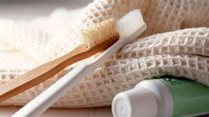 سفید کردن دندان ها با ماده ای ارزان قیمت