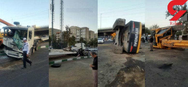 چپ شدن بیل مکانیکی در تهرانپارس + عکس