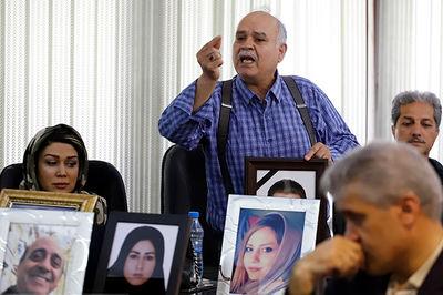 تصویر اشک های دردناک یک پدر در نخستین دادگاه حادثه سقوط اتوبوس دانشگاه آزاد