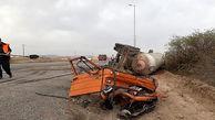 عکس دلخراش / کامیون با تریلی تانکر گاز در جاده قدیم قم شاخ به شاخ شدند