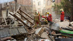 نجات دو کارگر افغان از زیر آوار یک ساختمان قدیمی